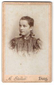 Fotografie A. Steiner, Haag, Portrait Mädchen in festlicher Kleidung
