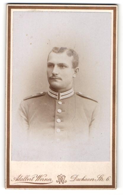 Fotografie Adalbert Werner, München, Portrait Soldat mit zeitgenöss. Frisur