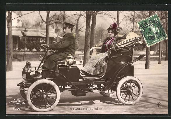 AK Schauspielerin Arlette Dorgère lässt sich im Automobil chauffieren