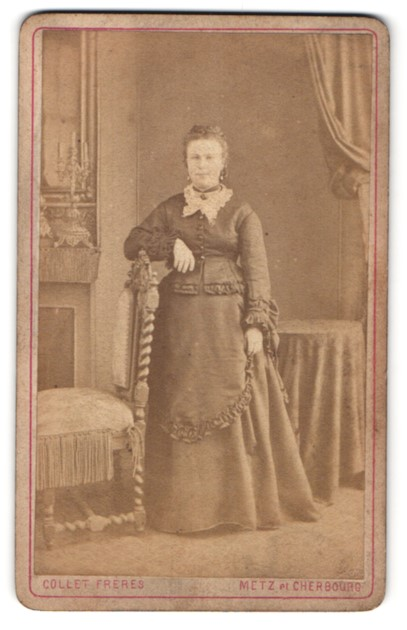 Fotografie Collet Frères, Cherbourg & Metz, Portrait Dame in festlicher Garderobe