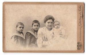 Fotografie Stüting & Sohn, Barmen, Portrait Mutter mit drei Kindern