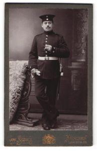 Fotografie Jos. Schick, München, Portrait Soldat in Uniform mit Bajonett