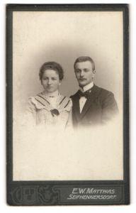 Fotografie E. W. Matthias, Seifhennersdorf, Portrait junges bürgerliches Paar