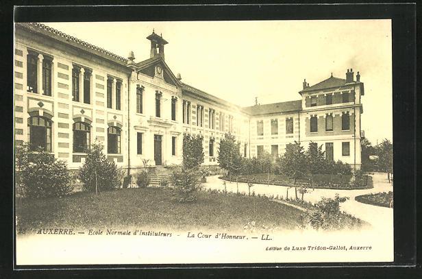 AK Auxerre, Ecole Normale d`Instituteurs, la Cour d`Honneur
