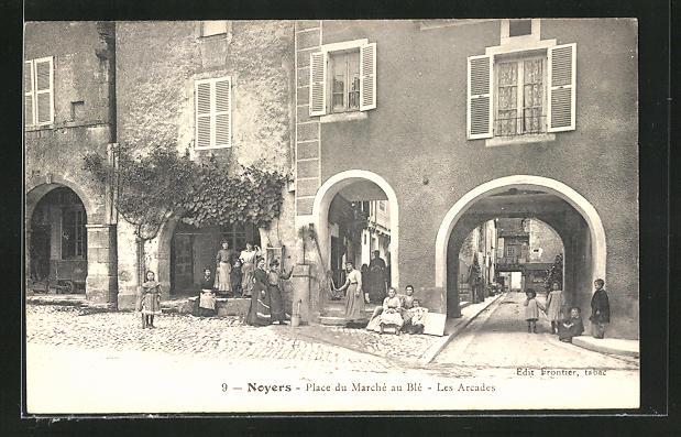 AK Noyers, Place du Marché au Blé, les Arcades