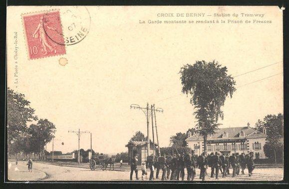 AK Croix de Berny, Station Tramway, La Garde montante se rendant á la Prison de Fresces