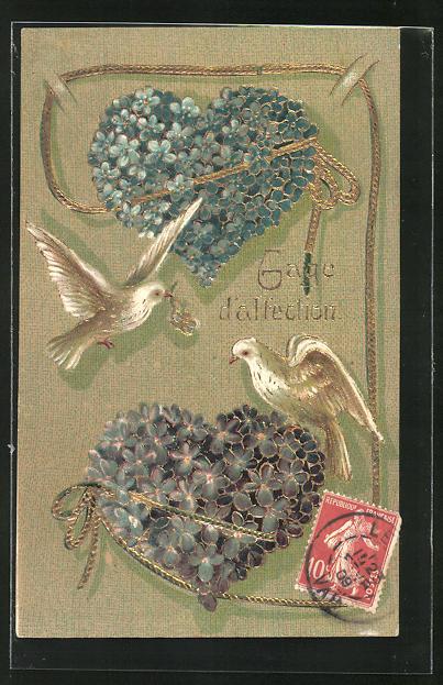 Präge-AK Herzen aus Veilchen werden von Tauben umschwirrt, Blumenbild