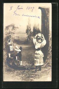AK Der Buchstabe J als Baum, Frau mit einem Tamburin und Kindern im Park