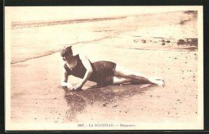 AK La Rochelle, Baigneuse, Junge Frau im Badeanzug
