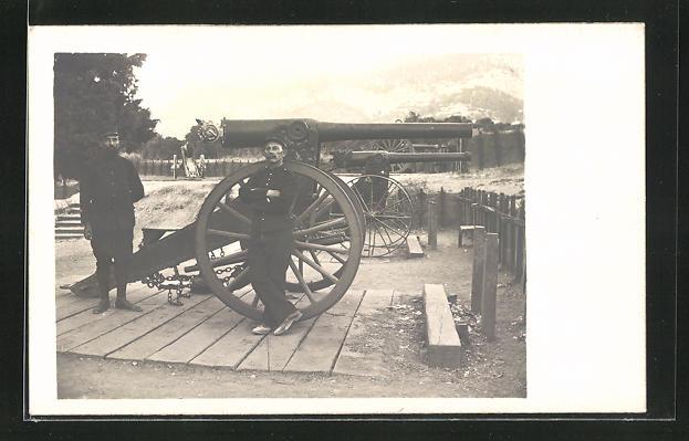 Foto-AK Französische Artilleristen vor einem Geschütz