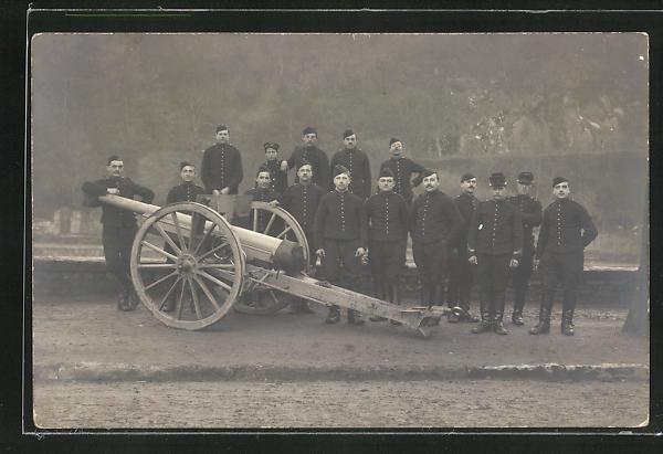Foto-AK Artilleriesoldaten in Uniformen mit Kanone