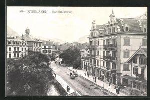 AK Interlaken, Bahnhofstrasse mit Passanten