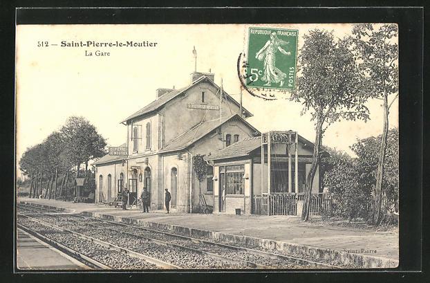 AK Saint-Pierre-le-Moutier, La Gare, Bahnhof mit Bahnsteig