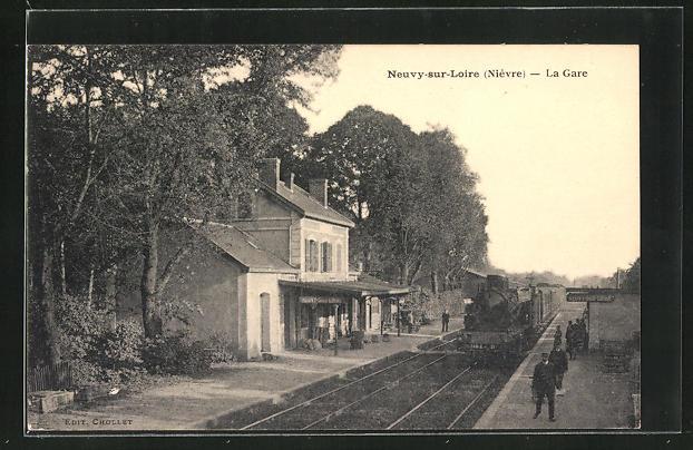 AK Neuvy-sur-Loire, La Gare, Bahnsteig am Bahnhof