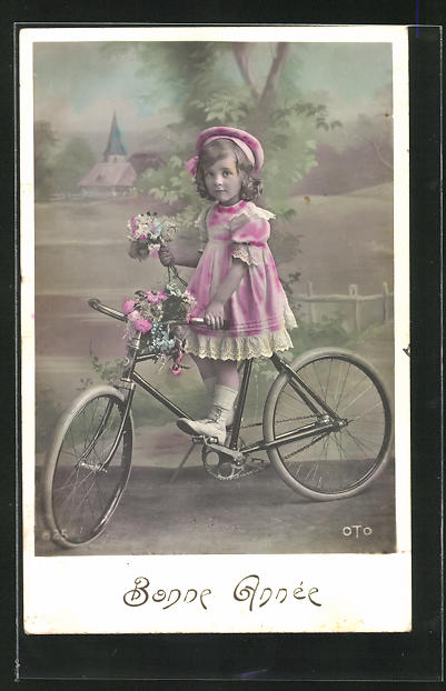 AK Kleines Mädchen mit Blumen auf einem Fahrrad, Neujahrsgruss