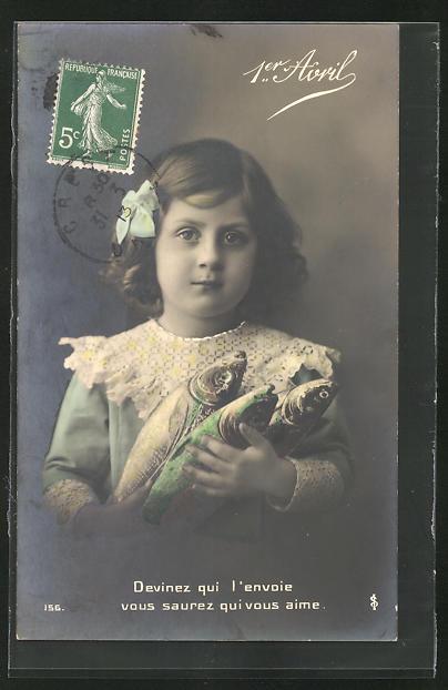 AK 1. April Glückwunschkarte, Mädchen hält Fische im Arm, Devinez qui vous l`envoie vous saurez qui vous aime