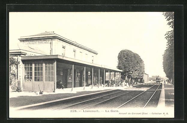 AK Liancourt, La Gare, Bahnsteig am Bahnhof