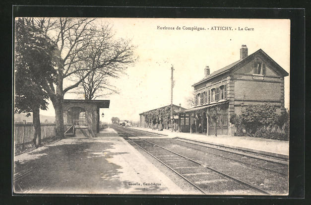 AK Attichy, La Gare, Bahnsteig am Bahnhof