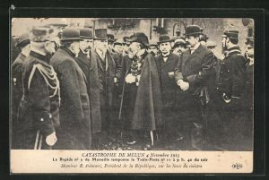AK Melun, Catastrophe 4 Novembre 1913, Monsieur R. Poincare, President de la Republique, sur les lieux du sinistre