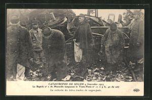 AK Melun, Catastrophe 4 Novembre 1913, La recherche des lettres tombees du wagon-poste