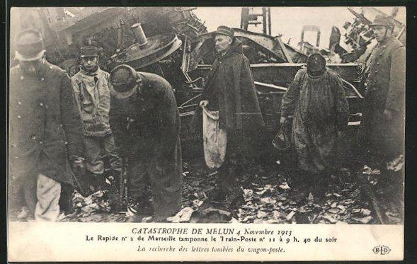 AK Melun, Catastrophe 4 Novembre 1913, La recherche des lettres du wagon-poste