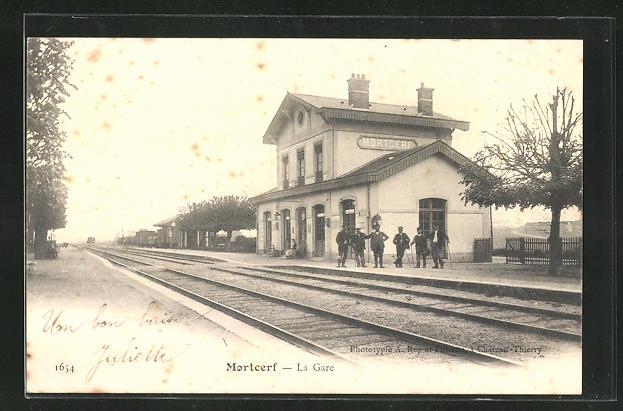AK Mortcerf, La Gare, Bahnsteig am Bahnhof