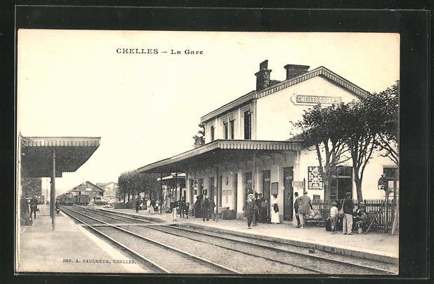 AK Chelles, La Gare, Schienenseite am Bahnhof