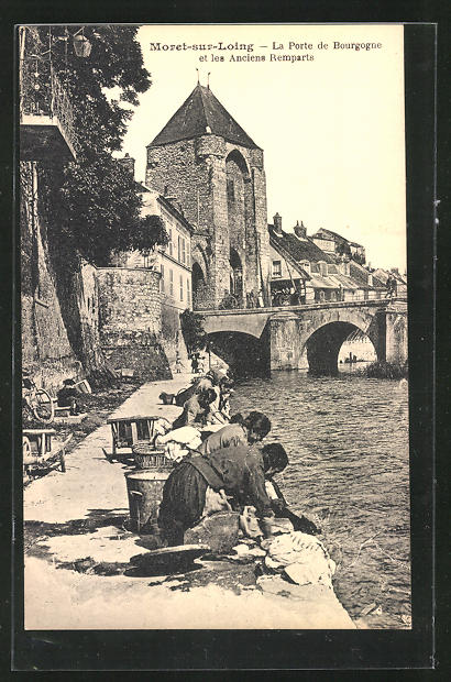 AK Moret-sur-Loing, La Porte de Bourgogne..., Waschfrauen