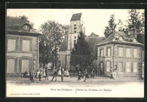 AK Evry-les-Chateaux, Entrèe du Chateau et l` Eglise