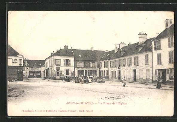 AK Jouy-le-Chatel, La Place de l` Eglise
