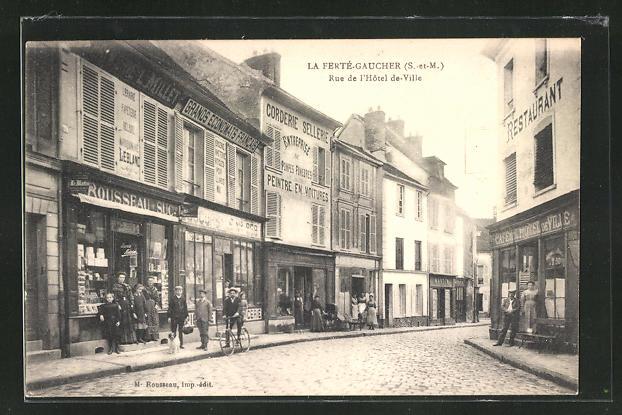 AK La Fertè-Gaucher, Rue de l` Hotel de Ville, Strassenpartie