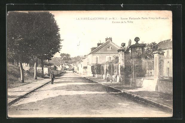 AK La Fertè-Gaucher, Entrèe de La ville, Strassenpartie