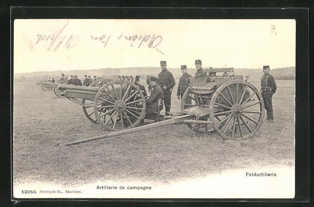 AK Schweizer Soldaten der Feldartillerie an ihren Geschützen
