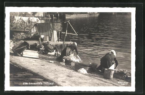 AK Waschfrauen bei der Arbeit am Flussufer