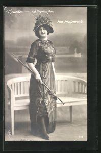 AK Frau im modischen Hosenrock mit Schirm und Hut