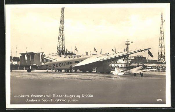 AK Berlin, Junkers Ganzmetall Riesenflugzeug D-2000 auf dem Flughafen, Junkers Sportflugzeug Junior