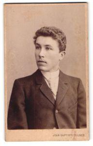 Fotografie Jean Baptiste Feilner, Hannover, Portrait junger bürgerlicher Herr mit Locken im Anzug