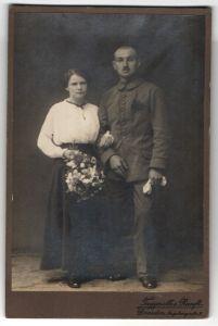 Fotografie Taggeselle & Ranft, Dresden, Portrait Soldat in Uniform und Braut