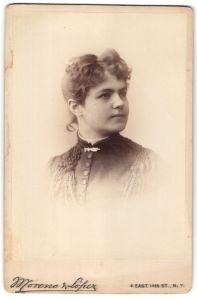 Fotografie Moreno & Lopez, New York, Portrait junge Frau mit zusammengebundenem Haar