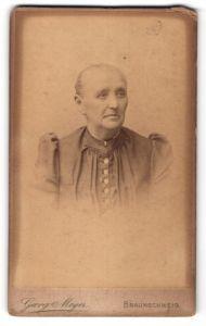 Fotografie Georg Meyer, Braunschweig, Portrait Greisin mit zusammengebundenem Haar