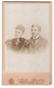 Fotografie Andr. Specht, Flensburg, Portrait junges Paar in festlicher Garderobe