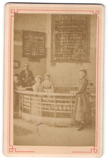Fotografie unbekannter Fotograf, Ansicht Vichy, La Grand Grille, Bar im Grand-Hoteld