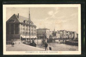 AK Königsberg, Krämerbrücke mit Passanten und Gebäudeansicht