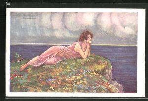 Künstler-AK Mauzan: Junge Dame liegt auf einem Felsen und blickt verträumt über das Meer