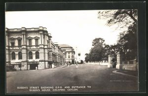 AK Colombo / Ceylon, Quee`s Street showing G. P. O. and entrance to Queen`s House