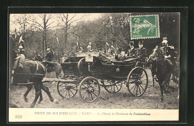 AK Paris, Visite du Roi d` Espagne au champ de Manoeuvre de Fontainebleau, König von Spanien auf Besuch in Frankreich