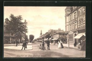 AK Clacton on Sea, Station Road, Häuserfassaden und Bevölkerung