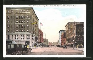 AK Cedar Rapids, IA, Third Avenue looking West from 4th Street
