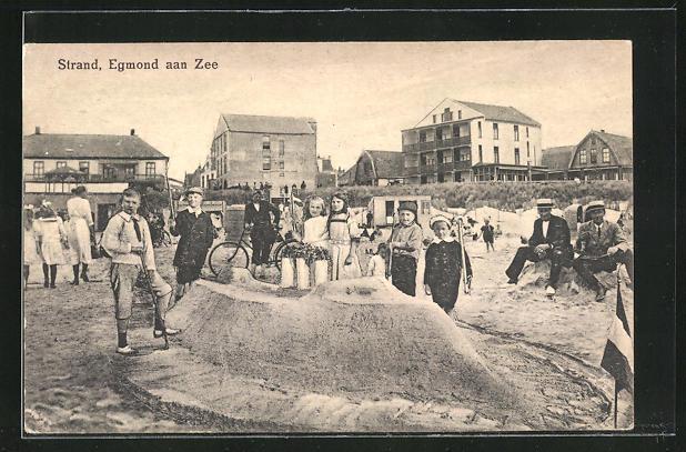 AK Egmond aan Zee, Sommerfrischler am Strand