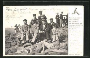 AK Isle of Man, Männer posieren auf Gestein